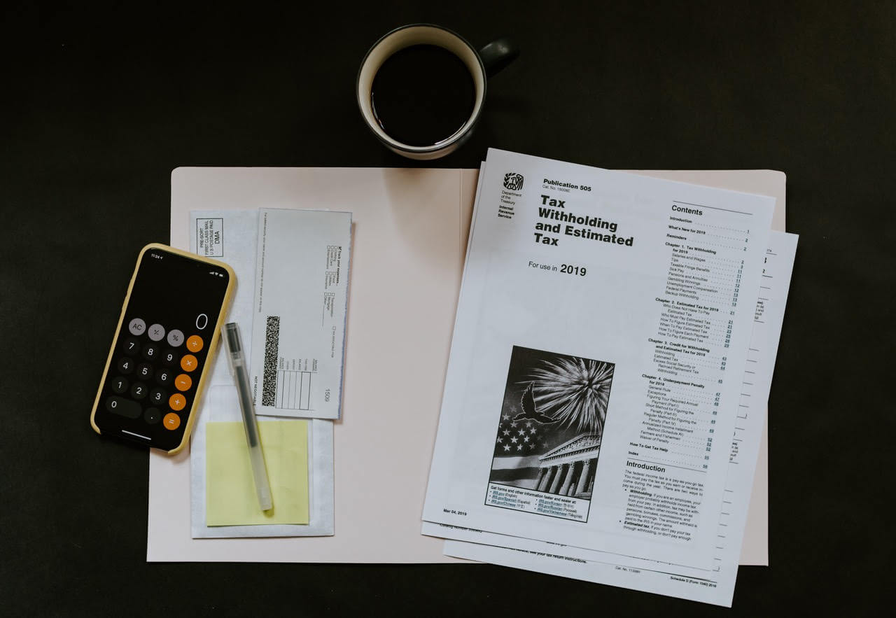 biurko, dokumenty, iPhone